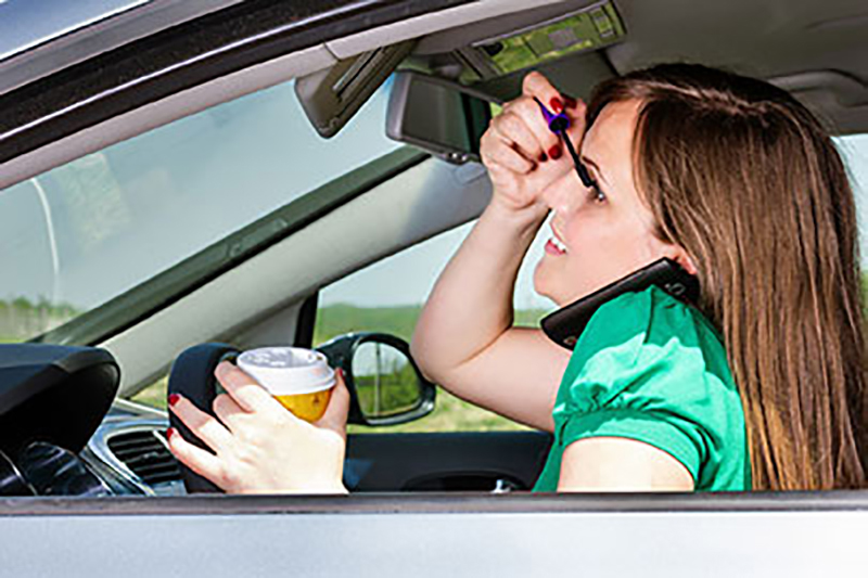 How to Avoid Distractions When Behind the Wheel